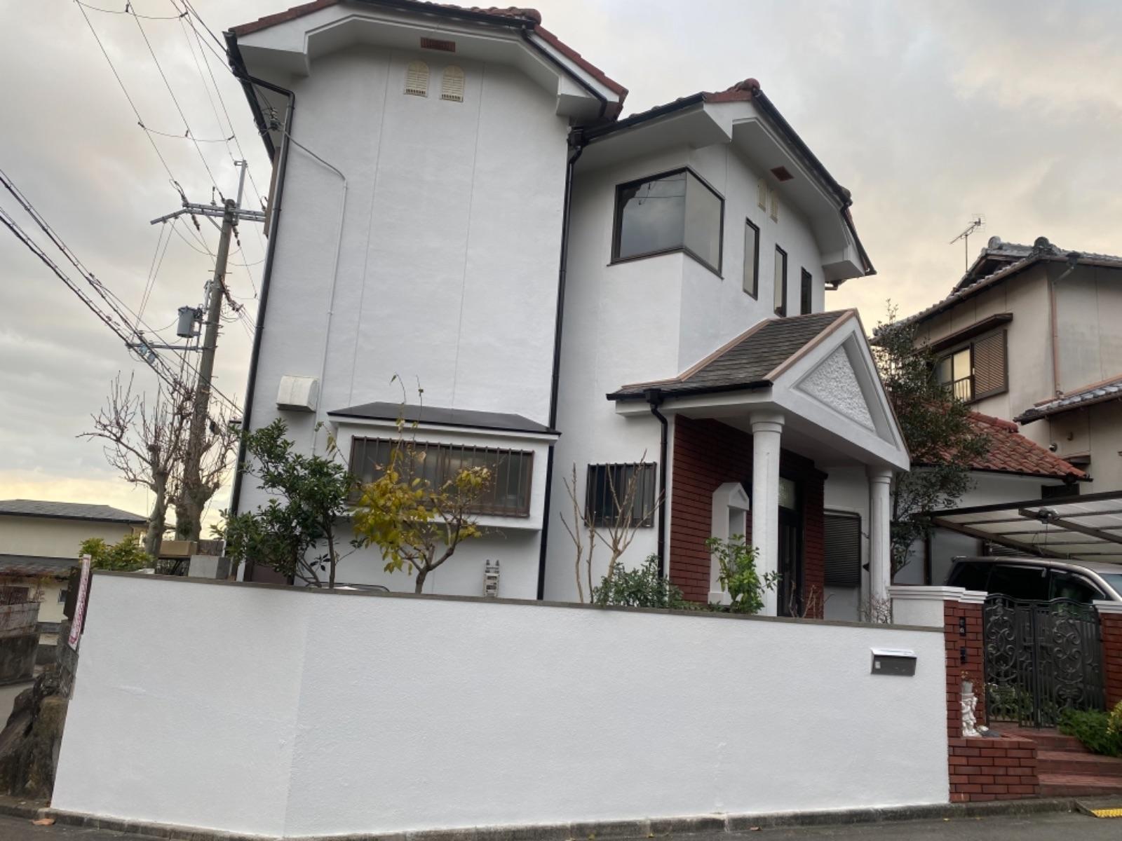 和歌山市*六十谷 M様邸 外壁塗装工事                                         『外壁汚染撃退!真っ白で綺麗なお家に♫』