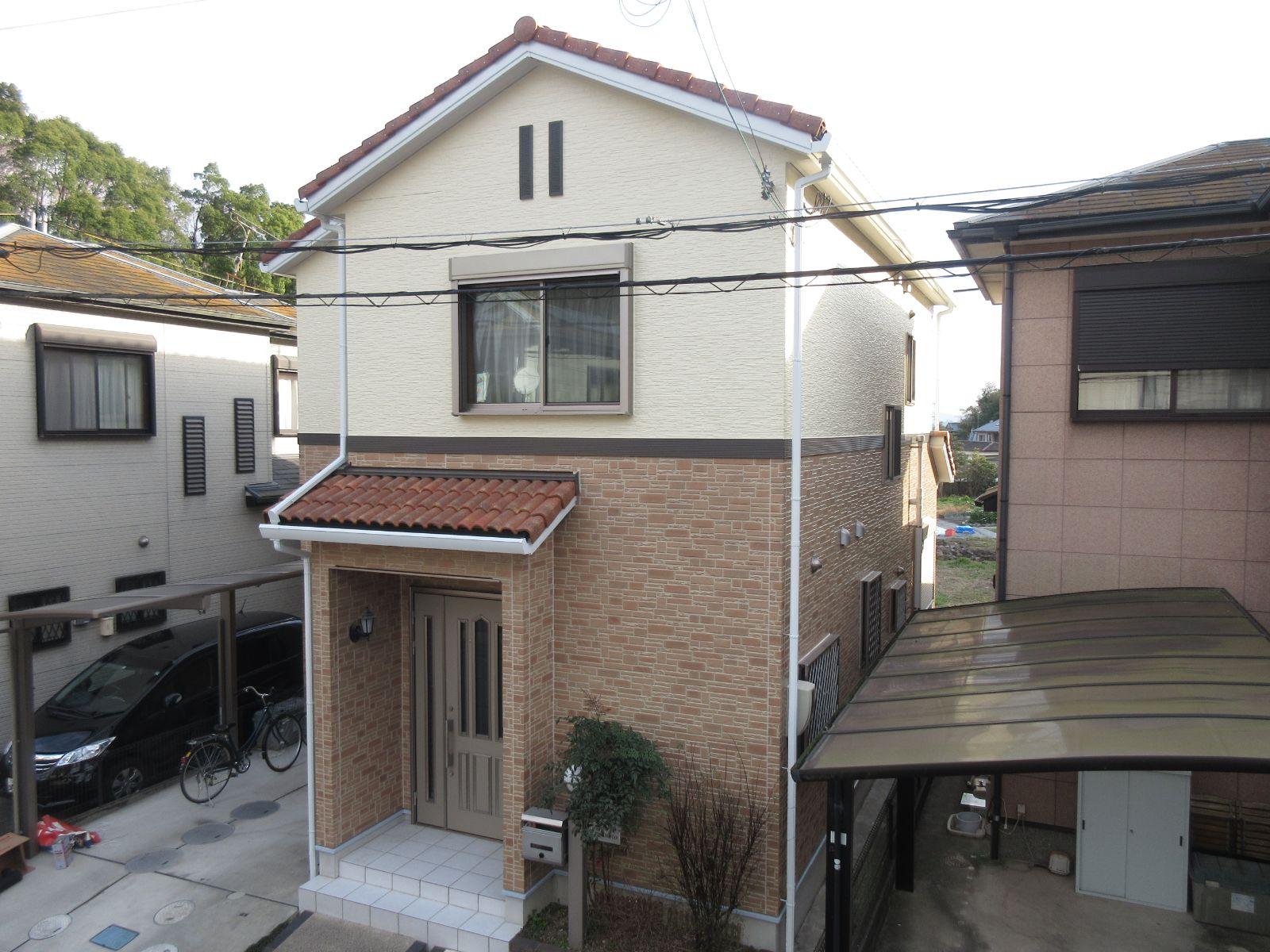 和歌山市 T様邸 外壁塗装工事                                       『外壁の汚染も撃退!綺麗なお家に、、☆』