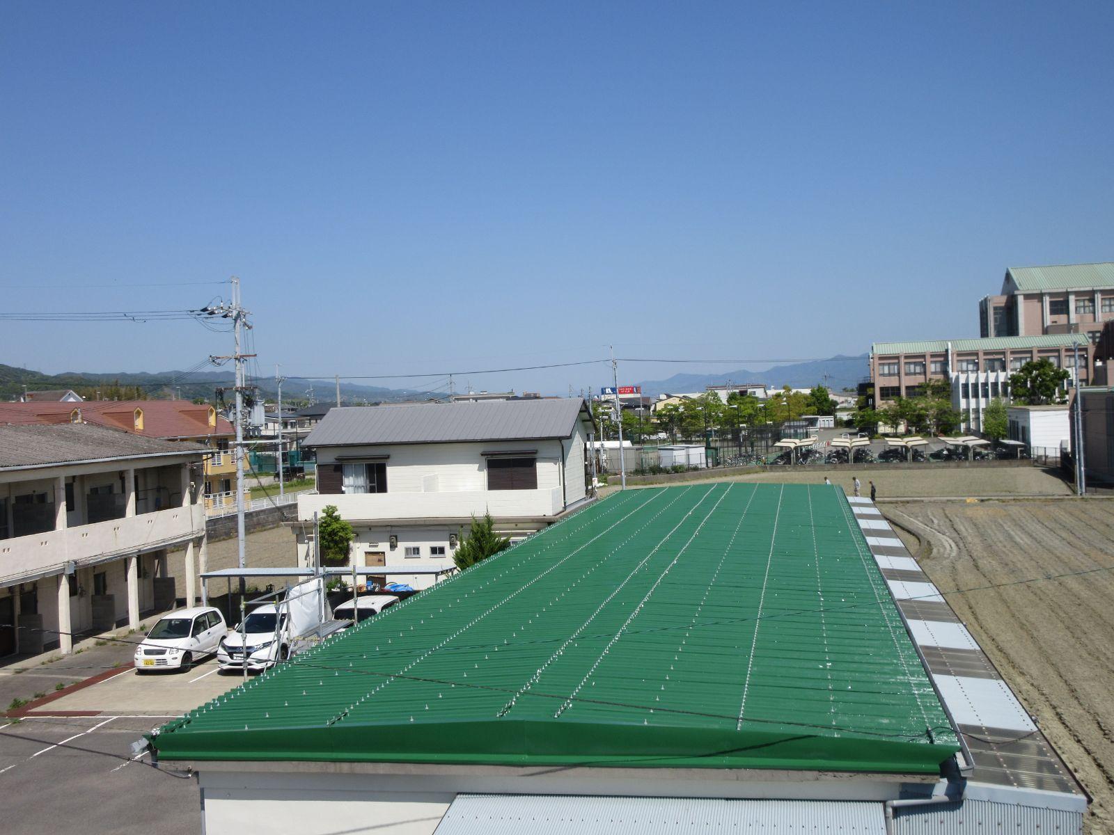 【和歌山市】屋根塗装・Y様アパート<br>『仕上がり性に優れ、高い光沢のある塗料で<br>鮮やかな緑色の屋根へ生まれ変わりました♪』