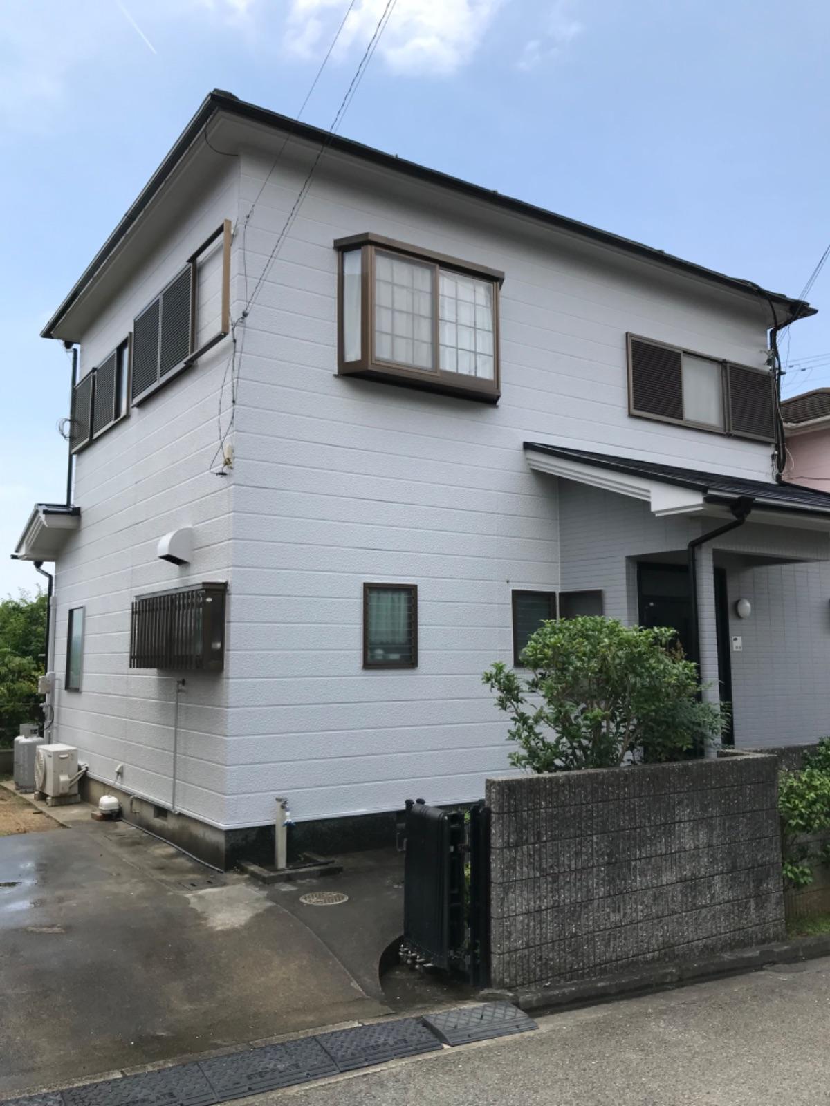 【和歌山市】T様邸<br>『ライトグレーの外壁と黒の屋根でエレガントな仕上がりに♪』2