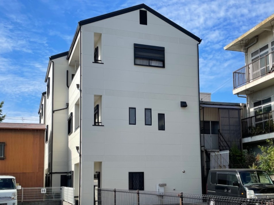 【和歌山市】 M様邸<br>『外壁と屋根のコントラストが素敵なお家に…✧』
